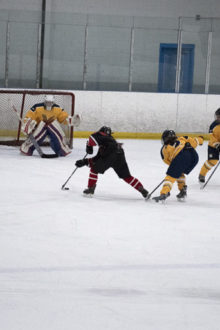 Women's extramural hockey team dominates Seneca in 10-0 slaughter