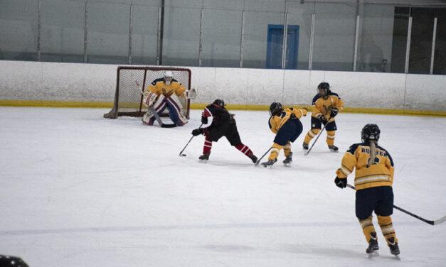 Women's extramural hockey team dominates Seneca in 10-0 slaughter