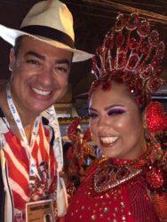Andre Pimentel and his wife, Vanessa, parading with Bloco Banguçando o Coreto in 2020.